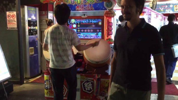 【動画】【投稿】太鼓の達人をみてきた。 外人もびっくり!! Amazing Japanese fucking boy playing game!!